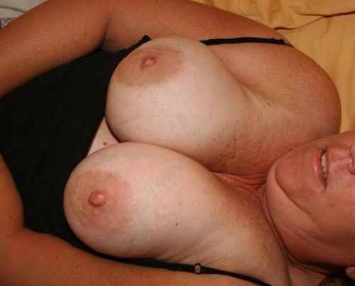 Four single swingers meet and have intense groupsex 4